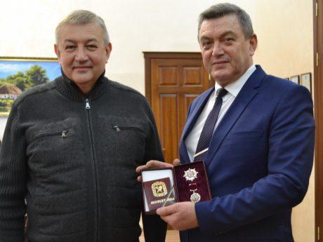 """Ректору ХНТУСГ вручено відзнаку """"Слобожанська Слава"""""""