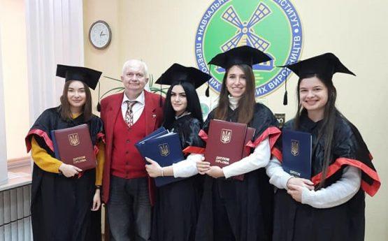 Дипломи з відзнакою залишаються. Роз'яснення МОН України